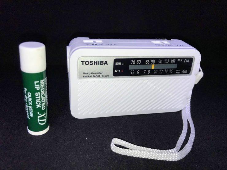 東芝 FM/AM充電ラジオ(TY-JKR5)大きさ比較